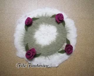 Runde Tischdecke, handgefilzter Tischläufer, Filzdeckchen mit Rosen, Rosendecke