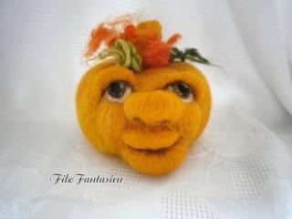 Gefilzter Kürbis, Halloweendeko, Halloweenkürbis, gefilzte Figur