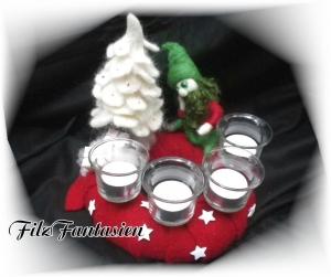 Gefilzter Adventskranz mit Wichtel und Tanne, Weihnachten, Kranz, Advent, Filzfigur, Märchenfigur, Zwerg, Gnom, Tischkranz, Weihnachtsdeko
