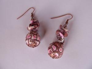 Ohrhänger aus handmodellierten Perlen in braun rosa kupfer