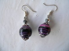 Ohrhänger aus handmodellierten Perlen in schwarz pink lila Fimo Polymer clay Ohrringe Ohrschmuck - Handarbeit kaufen