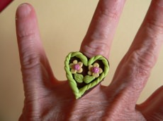 handmodellierter Ring mit Lebkuchenherz zum Oktoberfest Fimo Polymer clay