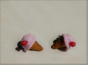 Eis Erdbeere Ohrstecker Ohrringe handmodelliert aus Fimo Ohrschmuck - Handarbeit kaufen