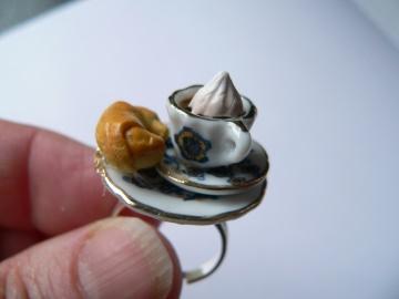 Fingerring Cappuccino und Croissant Frühstücksring Ring witziger Schmuck - Handarbeit kaufen