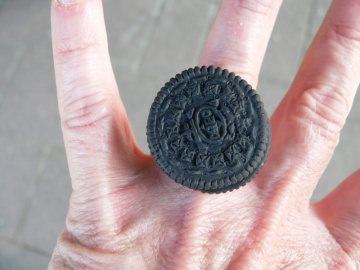 Ring schwarzer Kultkeks Fimo Polymer clay