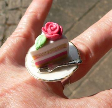 Fingerring Marzipantorte Hochzeitstorte aus Fimo Polymer clay Ring