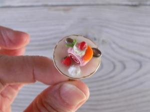 Ring Schokobiskuitrolle aus Fimo Polymer Clay handmodelliert Fingerring