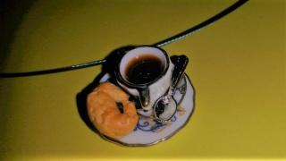 Halsreif Kaffee und Croissant, Collier, Kette mit Anhänger Puppenstubenschmuck