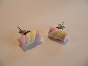 Ohrstecker Ohrringe Ohrschmuck Marshmallow Mäusespeck handmodelliert Fimo  Polymer Clay  - Handarbeit kaufen