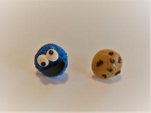 Ohrstecker  blaues Keksmonster mit Keks Ohrringe Ohrschmuck handmodelliert Fimo Polymer Clay