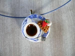 Halsreif Kaffee und Waffel, Collier, Kette mit Anhänger  Puppenstubenschmuck
