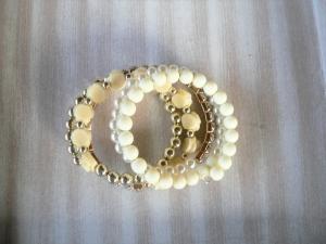 Armband Spiralarmband Wickelarmband mit verschiedenen Perlen  in Creme gold weiß