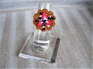Ring Waffel mit Heidelbeeren und Erdbeeren aus Fimo handmodelliert  - Handarbeit kaufen