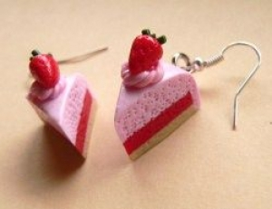 Ohrhänger Erdbeertorte Ohrringe aus Fimo handmodellierter witziger Candyschmuck  - Handarbeit kaufen