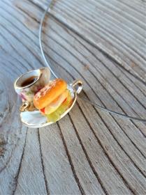 Halsreif Kaffee und belegtes Brötchen, Collier, Kette mit Anhänger Puppenstubenschmuck - Handarbeit kaufen