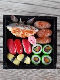Brosche Sushi handmodelliert aus Fimo Polymer clay Ansteckbrosche - Handarbeit kaufen