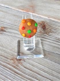 Ring Cookie mit bunten Schokolinsen Keks witziger Schmuck aus Polymer clay  Fimo - Handarbeit kaufen
