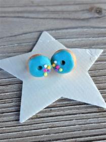 Ohrstecker Donut blau mit bunten Streuseln Ohrringe handmodelliert aus Fimo   witziger Ohrschmuck aus Polymer Clay  - Handarbeit kaufen