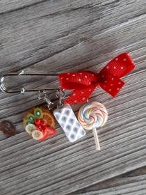Brosche Kiltnadel  mit handmodelliertem Obsttörtchen und Süßigkeiten aus Fimo  Polymer Clay - Handarbeit kaufen