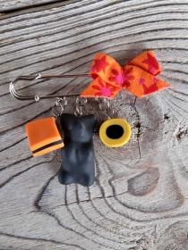 Brosche Kiltnadel  mit handmodelliertem Lakritzkonfekt aus Fimo  Polymer Clay  - Handarbeit kaufen