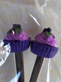 Set Kaffeelöffel und Tortengabel mit Cupcake verziert handmodelliert aus Fimo / Polymer Clay   - Handarbeit kaufen