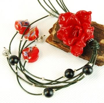 Kette Lederband mit Roter Rose Anhänger aus Glas