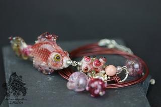 Kette mit Anhänger aus Glas in Fischform rosa