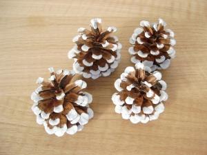 Kiefernzapfen, weiß handbemalt, Weihnachtsdeko, Weihnachten, Naturmaterial