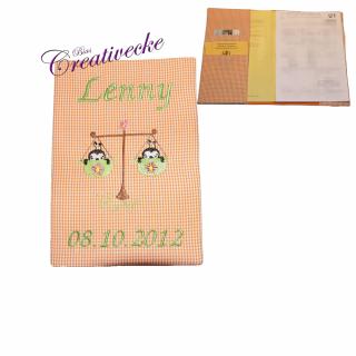 ♡ U-Heft Schutzumschlag mit Namen und Sternzeichen ♡ handgefertigt mit Stickerei  - Handarbeit kaufen