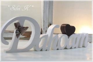 Schriftzug Dahoam L: 40cm aus Fichtenholz weiß mit braunem Herz