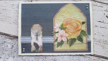 Trauerkarte mit 3D-Rosenmotiv und einem silbernen Band