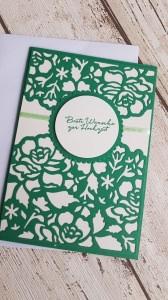 Hochzeitskarte mit filigranem Blütenmuster und besten Wünschen zur Hochzeit
