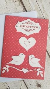 Valentinskarte mit zwei Tauben und lauter kleinen Herzen im Hintergrund ♥♥♥♥♥