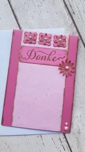 Danke mit einer schlichten rosa Karte mit 3 kleinen und einer großen Blüte