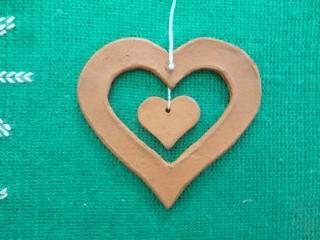 Keramikanhänger Herz im Herz - Handarbeit kaufen