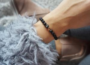 Initialen Armband in schwarz mit roségold