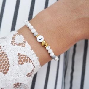 Initialen Armband schwarz weiß mit herzchen