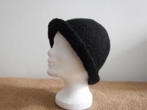 Mütze/Hut, schwarzer Filzhut - Handarbeit kaufen
