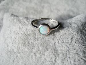 Opalring, Welo Opal, echter Opal, 925 Silber, verstellbar, schmal, Stapelring, Ring rund, Geschenk für Sie - Handarbeit kaufen