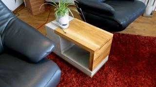 Smarter Latus Mensam Beistelltisch & Couchtisch mit USB aus Beton & Holz