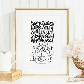 Poster, Kunstdruck mit liebevollem Spruch im Handlettering-Stil: Sometimes home isn't 4 walls. It's 2 eyes and a heartbeat