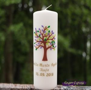 Taufkerze Lebensbaum lila/grün Junge oder Mädchen inkl.Name und Datum