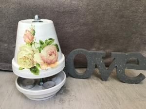 Teelichtofen Teelichtkamin  Sommer Edition für Balkon und Terrasse  ,inkl 3 Teelichter  -  Rosen auf weiß - Handarbeit kaufen