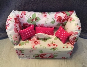 Deko-Sofa ,Kosmetikbox Sofa ,Taschentücherbox Sofa -  Blumen pinke Kissen - Handarbeit kaufen