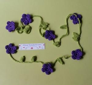 Gehäkelte Blumengirlande
