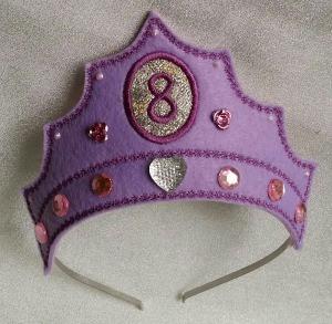 Geburtstagskrone -8- aus Filz, bestickt und dekoriert