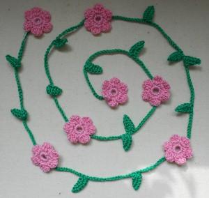 Gehäkelte Blumengirlande - rosa