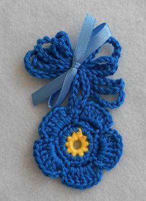 Gehäkelte Blumenkette - blau