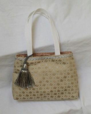 Edle Handtasche aus Brokatstoff