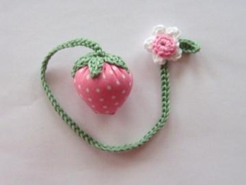 Lesezeichen Erdbeere in rosa mit weißen Punkten, 25cm